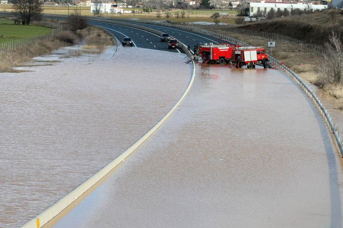 Πλημμύρισε η Εγνατία Οδός [Φωτο - Βίντεο] - εικόνα 4