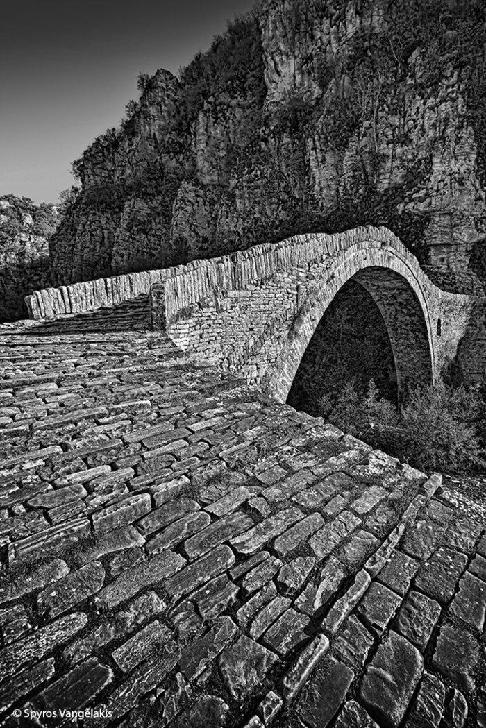 Το γεφύρι του Νούτσου ή Κόκκορη
