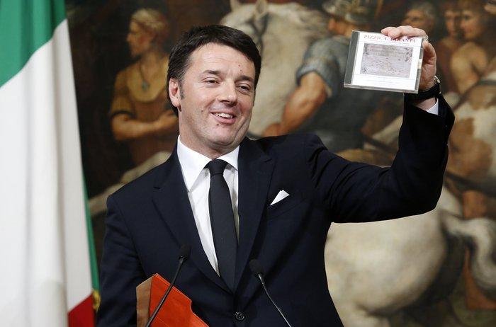 Δώρο γραβάτα έκανε στον Αλέξη Τσίπρα μπροστά στις κάμερες ο Ματέο Ρέντσι - εικόνα 4