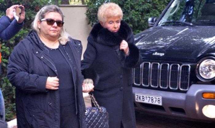 Με την κόρη της, Άντζι Αλεξιάδου, στην κηδεία της Αλεξίας
