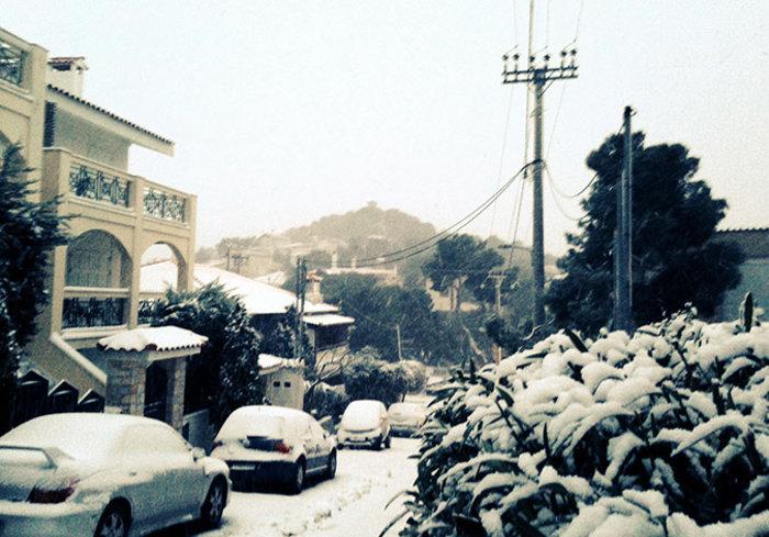 Στα λευκά η Αττική-Χιονιάς σε όλη την Ελλάδα - εικόνα 2