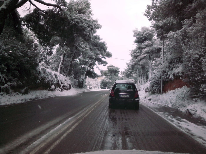 Στα λευκά η Αττική-Χιονιάς σε όλη την Ελλάδα - εικόνα 5