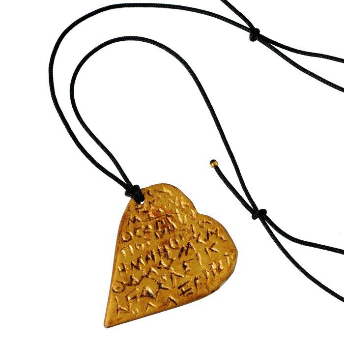 Αγίου Βαλεντίνου: Δαχτυλίδι με ερωτικούς στίχους και Love pill