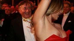Η γυμνή αποκάλυψη της πρώην του Κλούνεϊ στην Οπερα