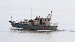 Θρίλερ στη Λέσβο: 15 μετανάστες σε ακυβέρνητη βάρκα