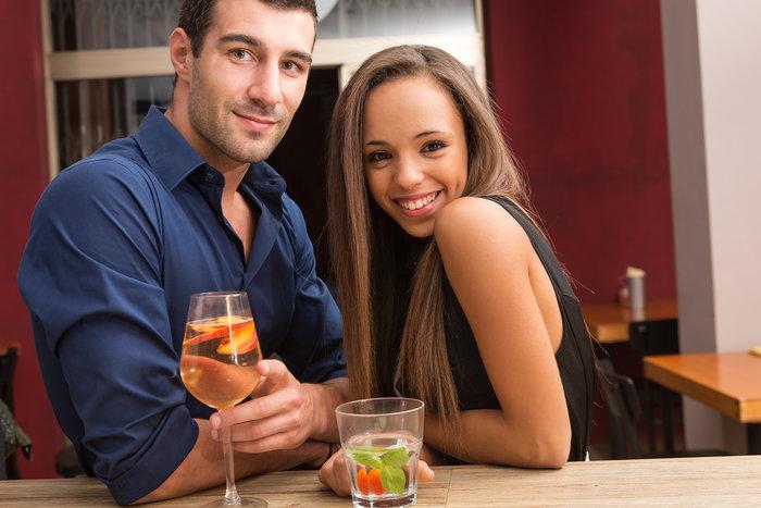 Πόσα ποτά πρέπει να πίνουμε στο πρώτο ραντεβού;
