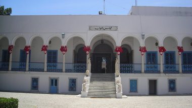 tunisia-purobolismoi-sti-bouli-kai-omiroi-touristes-se-mouseio