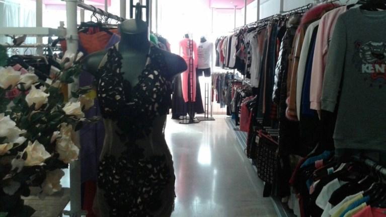 Κατάστημα ρούχων γεμάτο «μαϊμούδες»  48aaf4cb37c