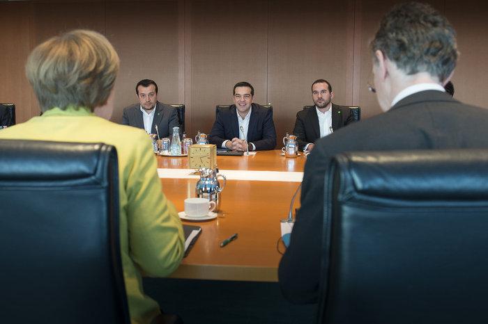 Σε τροχιά Realpolitik ο Τσίπρας από το Βερολίνο - εικόνα 2
