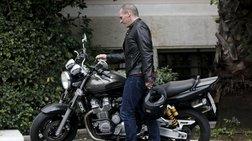 o-easy-rider-gianis-baroufakis-feugei-apo-to-maksimou-me-ti-mixani