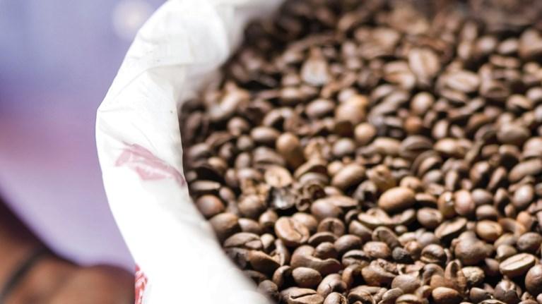 i-nespresso-dinei-tin-apoluti-empeiria-tou-kafe