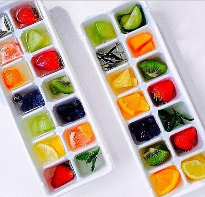8 πανέξυπνοι τρόποι για να «στολίσετε» το ποτό σας!