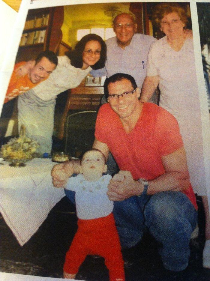 Ο Γιάννης Βαρουφάκης με την οικογένειά του και την κόρη του Ξένια