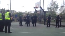 ΗΠΑ: Νεαρός φράκαρε με τα πόδια του σε μπασκέτα! (βίντεο)