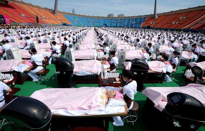 Κίνα: Μπήκαν στο Γκίνες με περιποίηση ομορφιάς - εικόνα 2
