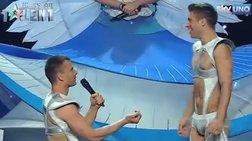 Δείτε την πρώτη «on air» γκέι πρόταση γάμου video