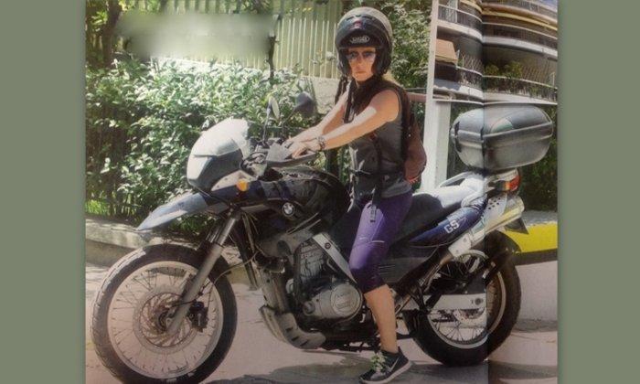 Η Δανάη Στράτου easy rider με τη μηχανή της