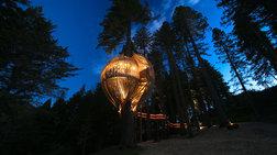 Το πολυτελές ξύλινο εστιατόριο που κρέμεται από ύψος 10 μέτρων!