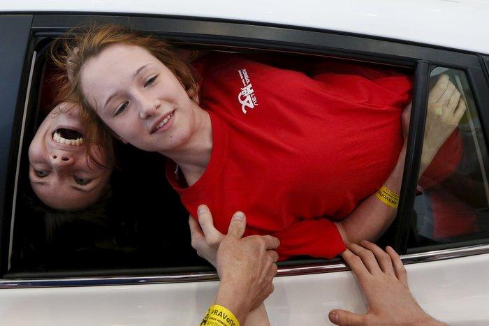 Τελικά πόσοι μπορούν να χωρέσουν σε ένα αυτοκίνητο για το ρεκόρ Γκίνες; - εικόνα 4