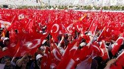 Τουρκία: Υποδοχή ροκ σταρ για τον Νταβούτογλου σε προεκλογική συγκέντρωση
