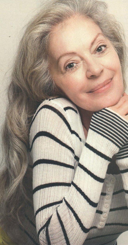 Μαρία Αλιφέρη: Στιλάτη στα 71 της με κόκκινο σακάκι, κόκκινες γόβες και τζιν - εικόνα 3