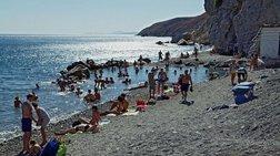 bretanoi-touristes-adeiazoun-tin-daily-mail-gia-tin-kw