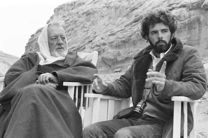Ο Λούκας δίνει οδηγίες στον Σερ Αλεκ Γκίνες (Obi-Wan Kenobi) στο «Επεισόδιο 4 - Μια Νέα Ελπίδα».
