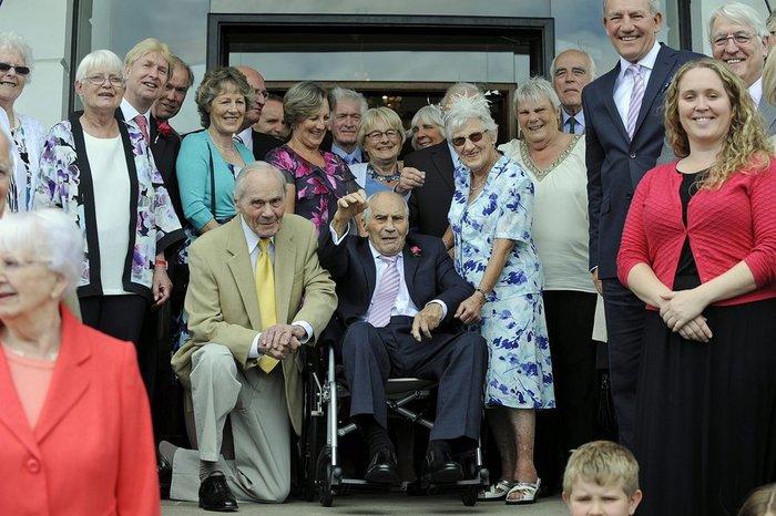 Εκείνος 103, εκείνη 91, μόλις παντρεύτηκαν και μπήκαν στο βιβλίο Γκίνες!