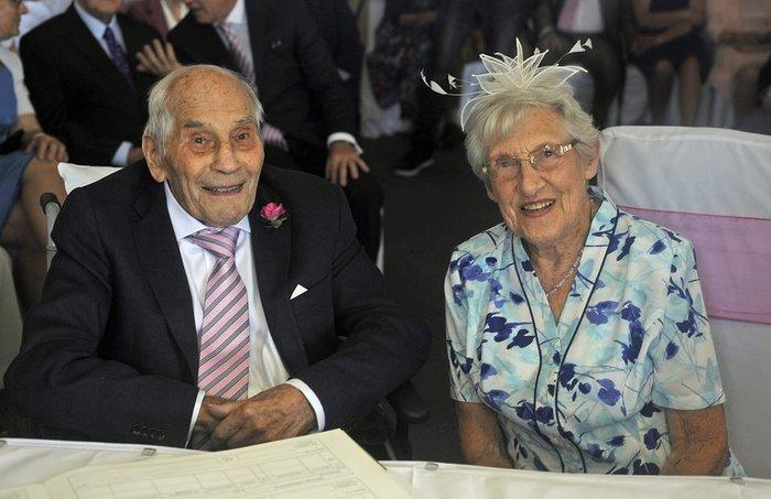 Εκείνος 103, εκείνη 91, μόλις παντρεύτηκαν και μπήκαν στο βιβλίο Γκίνες! - εικόνα 3