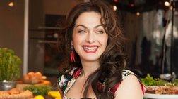 Ελληνίδα σεφ μαθαίνει στους Αγγλους να τρώνε ελληνικά για να μείνουν νέοι!