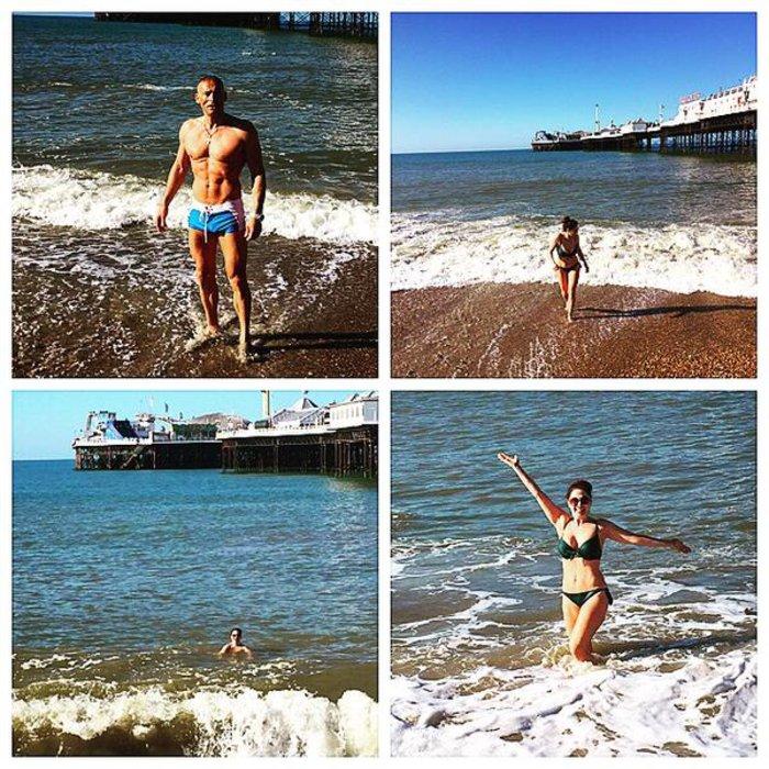 Στην παραλία με τον σύζυγό της