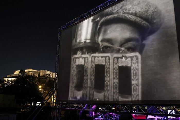 Athens Οpen Air Film: Μπάστερ Κίτον με φόντο τους Στύλους Ολυμπίου Διός - εικόνα 3