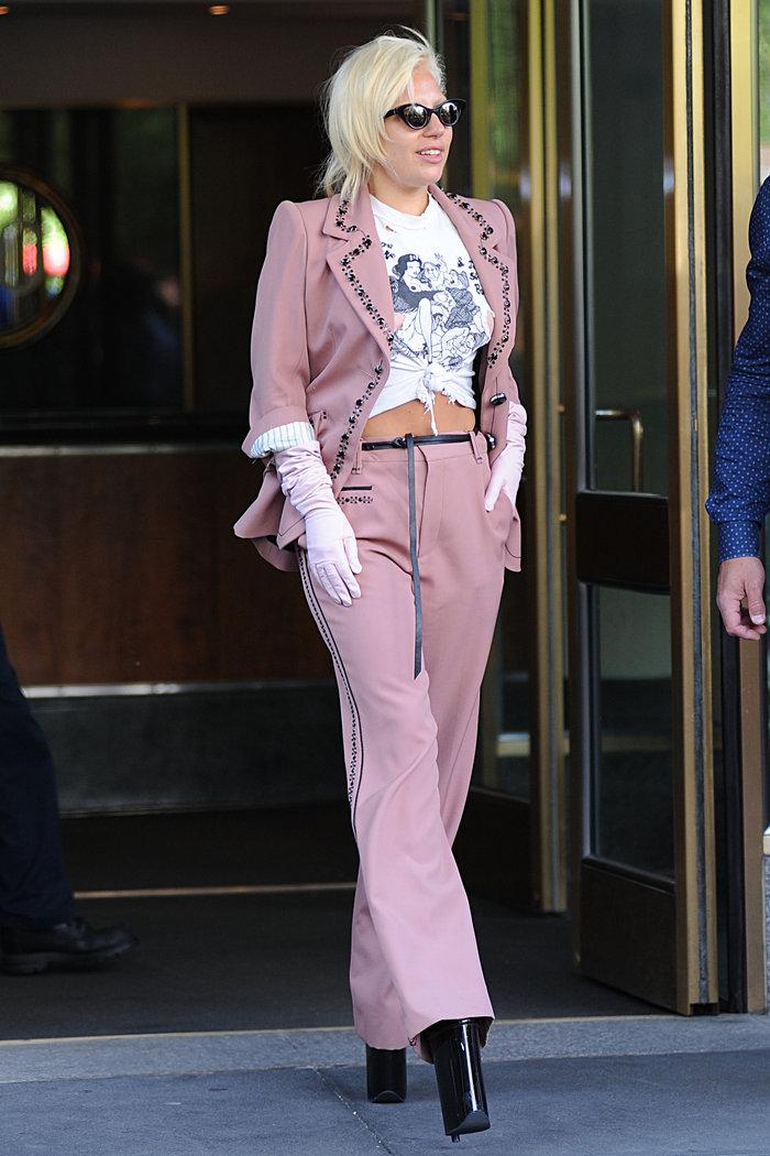 Lady Gaga: Σκληρό πορνό στην μπλούζα της - εικόνα 3