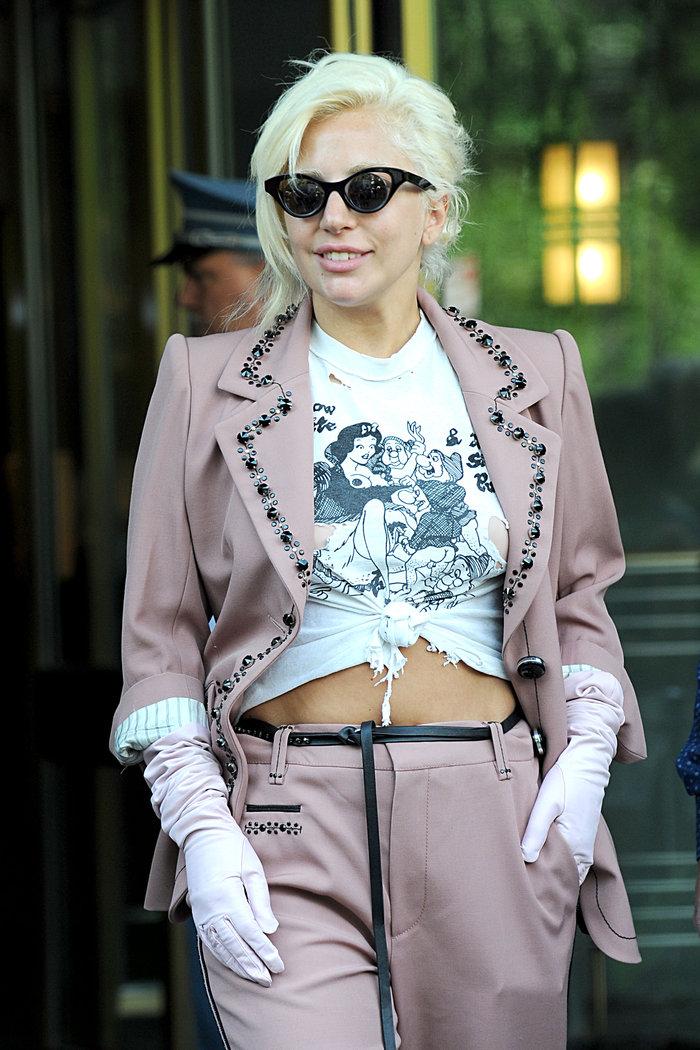 Lady Gaga: Σκληρό πορνό στην μπλούζα της - εικόνα 4