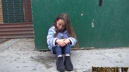Ποιος θα βοηθήσει ένα κοριτσάκι που έχει χαθεί και ψάχνει τη μαμά του;