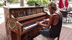o-apisteutos-astegos-pianistas-pou-egine-viral-me-5-ek-proboles