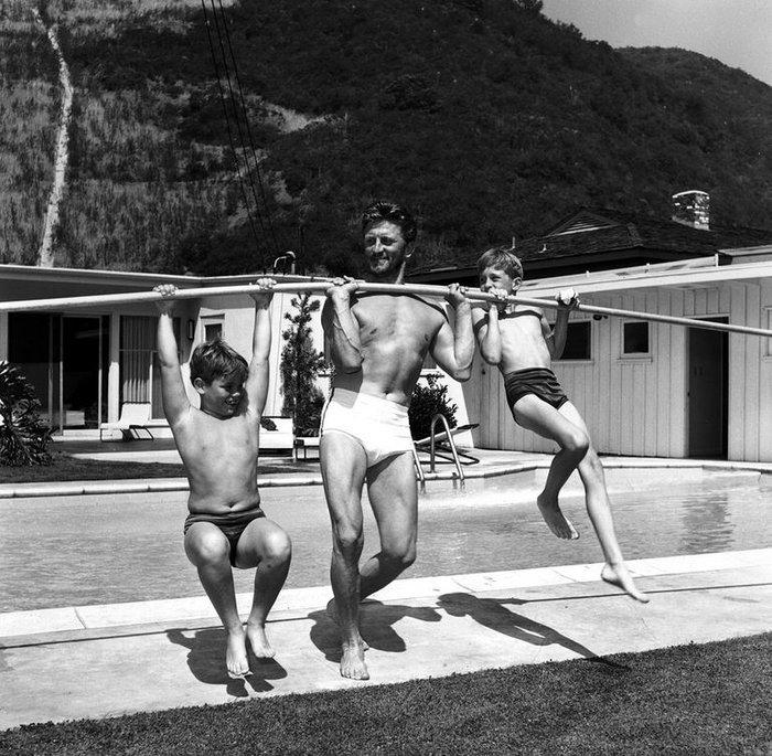 Ο Κερκ Ντάγκλας με τους γιους του