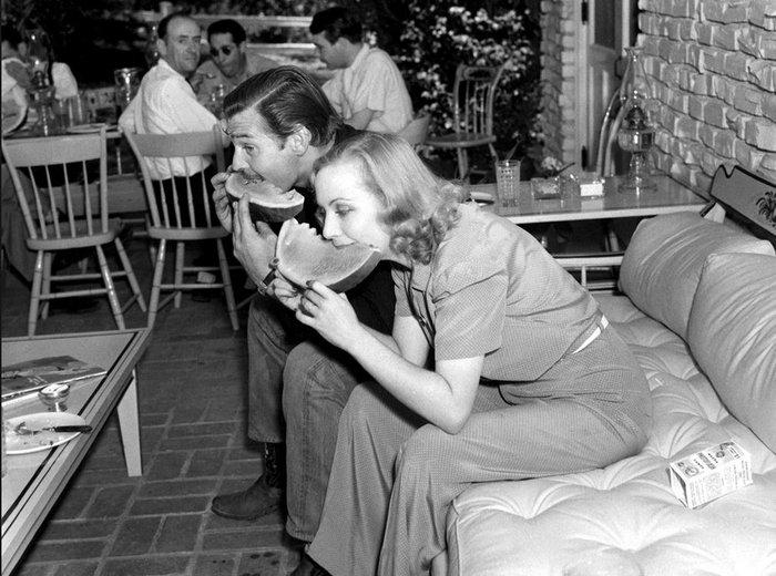 Ο Κλαρκ Γκέιμπλ και η Κάρολ Λόμπαρντ με το καρπούζι τους!