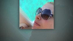 Η Ελένη Μενεγάκη κάνει διακοπές, στέλνει selfie & αγωνιά για την κατάσταση