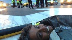 Αλυσοδεμένοι ακτιβιστές ακύρωσαν 13 πτήσεις στο Χίθροου (φωτογραφίες)