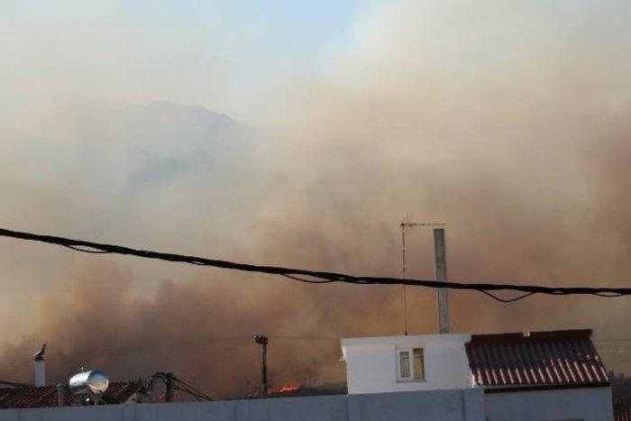Νεάπολη-Λακωνία: Καίγονται σπίτια, καταστήματα και το Κέντρο Υγείας - εικόνα 21