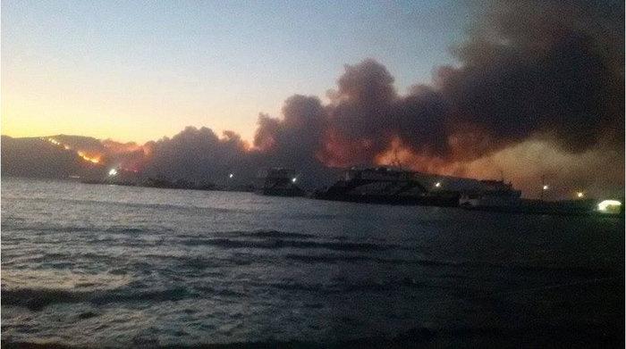 Νεάπολη-Λακωνία: Καίγονται σπίτια, καταστήματα και το Κέντρο Υγείας - εικόνα 19
