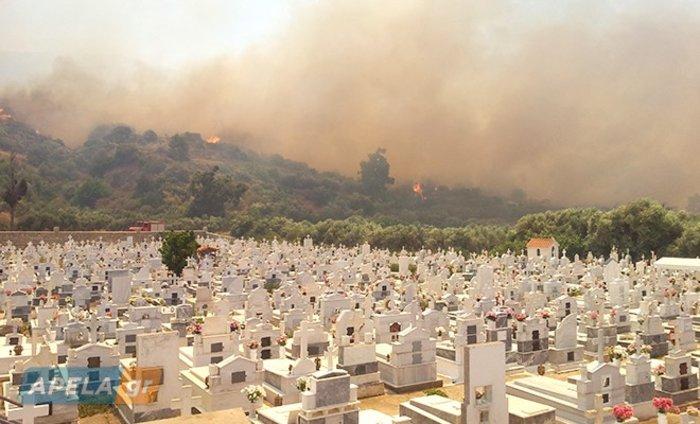 Νεάπολη-Λακωνία: Καίγονται σπίτια, καταστήματα και το Κέντρο Υγείας - εικόνα 25