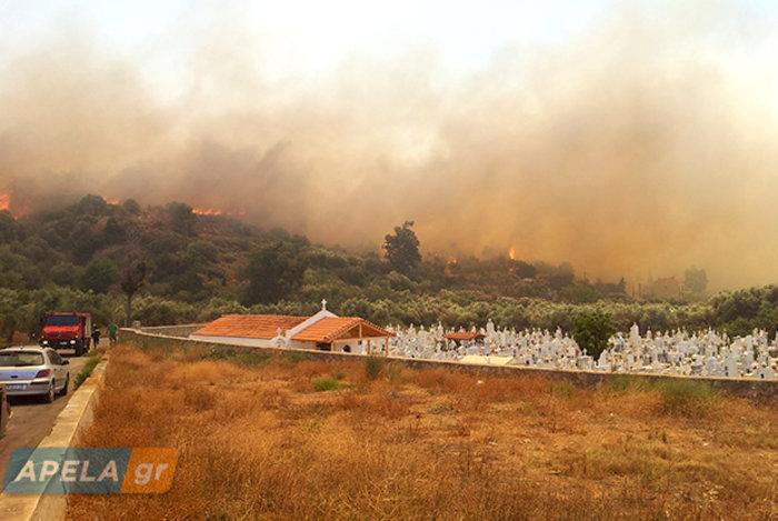 Νεάπολη-Λακωνία: Καίγονται σπίτια, καταστήματα και το Κέντρο Υγείας - εικόνα 27