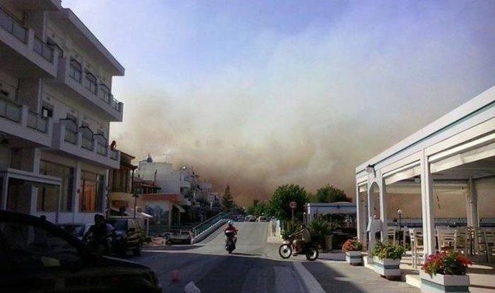Νεάπολη-Λακωνία: Καίγονται σπίτια, καταστήματα και το Κέντρο Υγείας - εικόνα 30