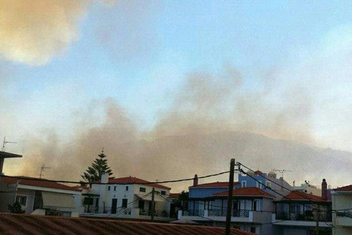 Νεάπολη-Λακωνία: Καίγονται σπίτια, καταστήματα και το Κέντρο Υγείας - εικόνα 32