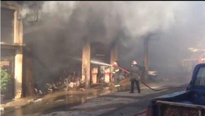 Νεάπολη-Λακωνία: Καίγονται σπίτια, καταστήματα και το Κέντρο Υγείας