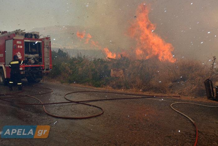Νεάπολη-Λακωνία: Καίγονται σπίτια, καταστήματα και το Κέντρο Υγείας - εικόνα 4