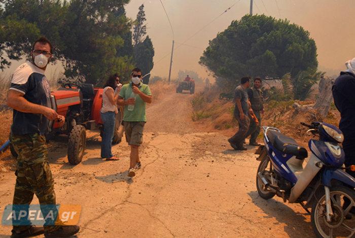 Νεάπολη-Λακωνία: Καίγονται σπίτια, καταστήματα και το Κέντρο Υγείας - εικόνα 6