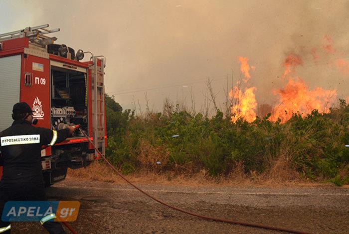 Νεάπολη-Λακωνία: Καίγονται σπίτια, καταστήματα και το Κέντρο Υγείας - εικόνα 7